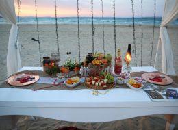 Masa Süsleme ve Kumsalda Romantik Evlilik Teklifi Organizasyonu Çeşme