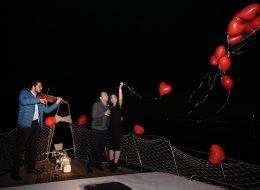 Kırmızı Kalpli Uçan Balon Servisi ve Müzisyen Temini