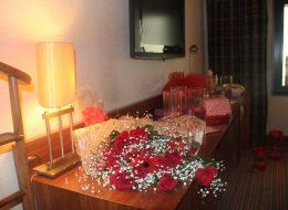 İzmir Evlenme Teklifi Organizasyonu Otel Odası Süsleme