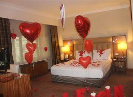 Evlilik Teklifi Organizasyonu için Otel Odası Süsleme İzmir