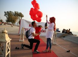 Bostanlıda Dev Pankart ile Evlilik Teklifi Organizasyonu