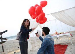 Kumsalda Uçan Balonlar Eşliğinde Evlilik Teklifi Organizasyonu