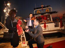Kemancı Eşliğinde Teknede Evlilik Teklifi Organizasyonu