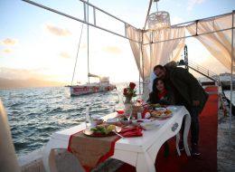 Karşıyaka Yelken Kulübünde Sürpriz Evlilik Teklifi Organizasyonu