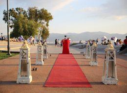 Gün Batımı İskelesinde Dev Pankart Eşliğinde Evlilik Teklifi Organizasyonu