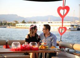 Körfez Turu ve Mutluluk Teknesinde Sürpriz Evlilik Teklifi Organizasyonu