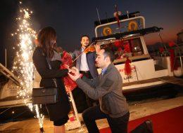 İzmir Mutluluk Teknesinde Evlilik Teklifi Organizasyonu Yer Volkanları Hizmeti ve Müzisyen Temini