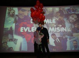 Kırmızı Balonlar Eşliğinde Romantik Evlilik Teklifi Organizasyonu Afyon