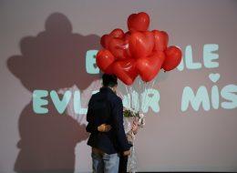 Kırmızı Kalpli Uçan Balonlar ile Afyonda Evlilik Teklifi Organizasyonu