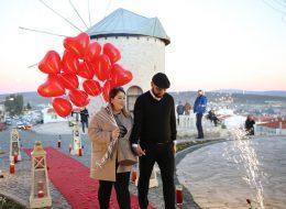 Yer Volkanları ve Uçan Balonlar Eşliğinde Sürpriz Evlilik Teklifi Organizasyonu Alaçatı