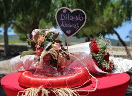 Çiçek Buketi Ahşap Not Tabelası ve Masa Süsleme Alaçatı Evlilik Teklifi Organizasyonu