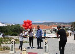 Uçan Balonların Eş Adayına Verildiği An Evlilik Teklifi Organizasyonu Alaçatı