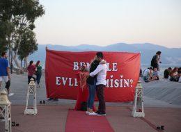 Pankartla Evlilik Teklifi Organizasyonu Bostanlı