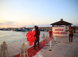 Benimle Evlenir Misin Yazılı Pankart ile Evlilik Teklifi Organizasyonu İzmir