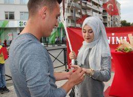 Benimle Evlenir Misin Yazılı Pankart Eşliğinde Evlilik Teklifi Organizasyonu Manisa