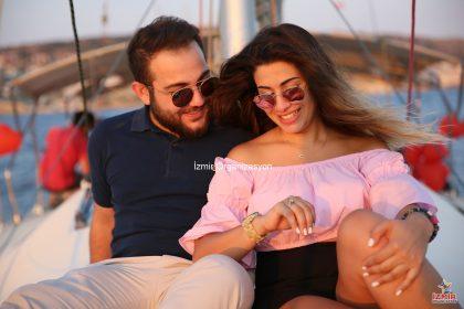 Çeşme Marina Çıkışlı Teknede Evlilik Teklifi Organizasyonu İzmir Organizasyon