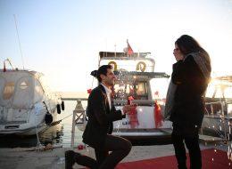 Mutluluk Teknesinde Diz Çökerek Evlenme Teklif Edildiği An
