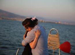 İzmir Teknede Evlilik Teklifi Organizasyonu ve Yüzük Seçimi