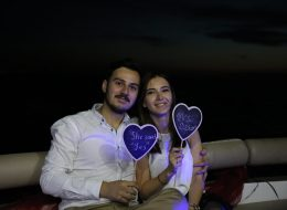 Ahşap Tabelalara Yazılan Notlar ve Teknede Evlenme Teklifi Organizasyonu İzmir