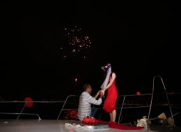 Havai Fişek Gösterisi Eşliğinde Teknede Evlenme Teklifi Organizasyonu