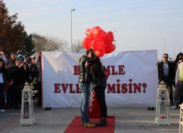 Dev Pankartla Evlilik Teklifi Organizasyonu İzmir