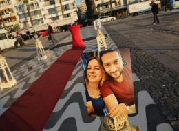 Fotoğraflar ile Süslenmiş Denizci Fenerleri Eşliğinde Evlilik Teklifi Organizasyonu