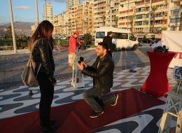 Kordon'da Evlilik Teklifi Organizasyonu Duygusal Evlenme Teklifi Anı