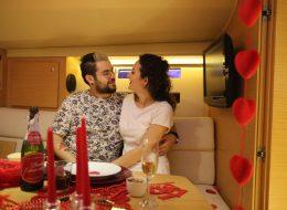 Levent Marina Çıkışlı Teknede Evlilik Teklifi Organizasyonu ve Masa Süsleme