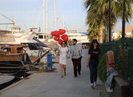 İzmir Evlilik Teklifi Organizasyonu Kırmızı Kalpli Uçan Balon