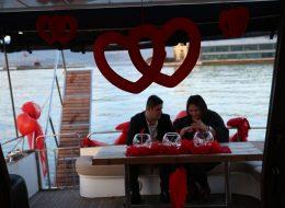 Pasaport Çıkışlı Teknede Evlilik Teklifi Organizasyonu