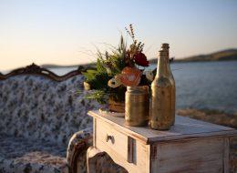 Vintage Desenle Bezenmiş Dekor ve Deniz Feneri Konseptli Evlilik Teklifi Organizasyonu