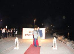 Denizci Fenerleri ve yer volkanları ile kırmızı halıda evlenme teklifi organizasyonu