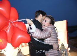 Benimle Evlenir Misin Yazılı Pankart Eşliğinde Evlenme Teklifi Organizasyonu