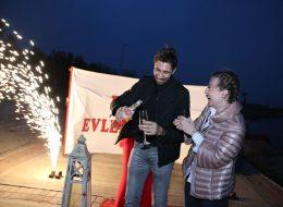 Yer Volkanları ve Şampanya Eşliğinde Kutlama Anı