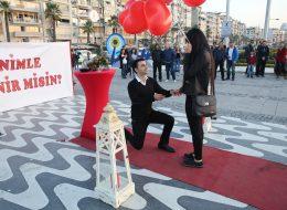 Kordonda Sürpriz Evlilik Teklifi Organizasyonu İzmir