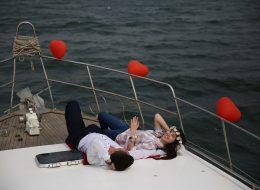 Kırmızı Kalpli Balonlar ile Tekne Süsleme