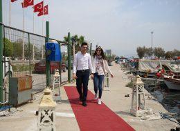 Yatta Evlenme Teklifi Organizasyonu Kırmızı Halı Denizci Fenerleri ve Yer Volkanları Eşliğinde Evlenme Teklifi Organizasyonu