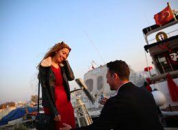 Tekne Önünde Evlenme Teklifi Organizasyonu