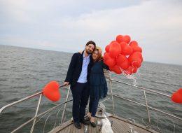 Kırmızı Kalpli Uçan Balonlar ve Körfez Turu