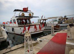 Teknede Evlilik Teklifi Organizasyonu Kırmızı Halı ve Denizci Fenerleri