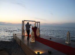 Evlilik Teklifi Organizasyonu Hazırlıkları Kırmızı Halı ve Kapı Takı Süsleme