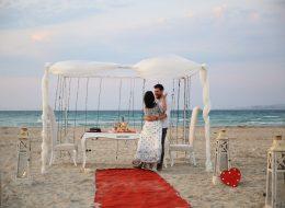 Ege Plajında sürpriz evlenme teklifi organizasyonuEge Plajında sürpriz evlenme teklifi organizasyonu