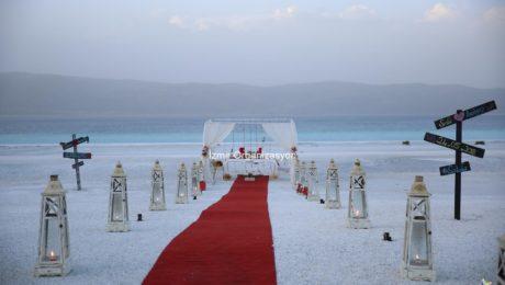 Salda Gölü'nde Kumsalda Evlilik Teklifi Organizasyonu