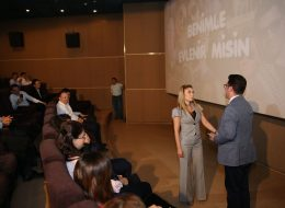 Arkadaşlar Eşliğinde Sinema Salonunda Evlilik Teklifi Organizasyonu İzmir