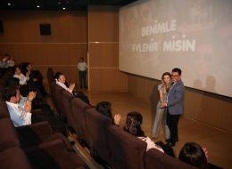 Alkışlar Eşliğinde Sinemada Evlilik Teklifi Organizasyonu