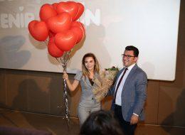 Uçan Balonlar ve Çiçek Buketi Eşliğinde Evlilik Teklifi Organizasyonu