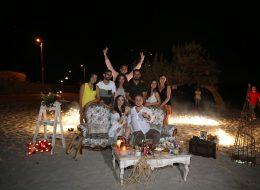 Arkadaşlarla evlilik teklifi organizasyonu-Plajda evlenme teklifi organizasyonu