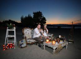 Koltuk dekor ve retro tarzı evlenme teklifi organizasyonu