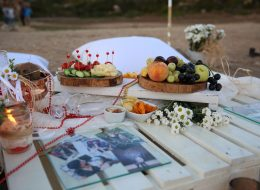 Evlilik Teklifi Organizasyonu Dekoratif Ürünlerle Masa Süsleme Çeşme
