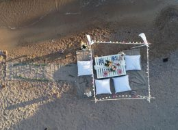 Papatyalar ve Yer Volkanlarıyla Hazırlanan Yürüyüş Yolu ve Kargı Dekor